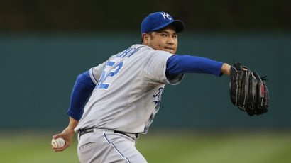 DETROIT, MI - SEPTEMBER 25:  Bruce Chen #52 of the Kansas City Royals warms up prior to the start of the game against the Detroit Tigers at Comerica Park on September 25, 2012 in Detroit, Michigan.  (Photo by Leon Halip/Getty Images)